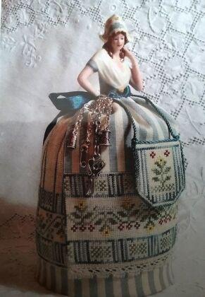 Puncushion Doll Grethel – A Dutch Maiden