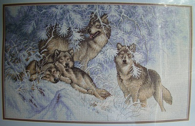Dimensions 35227 Wintertime wolves